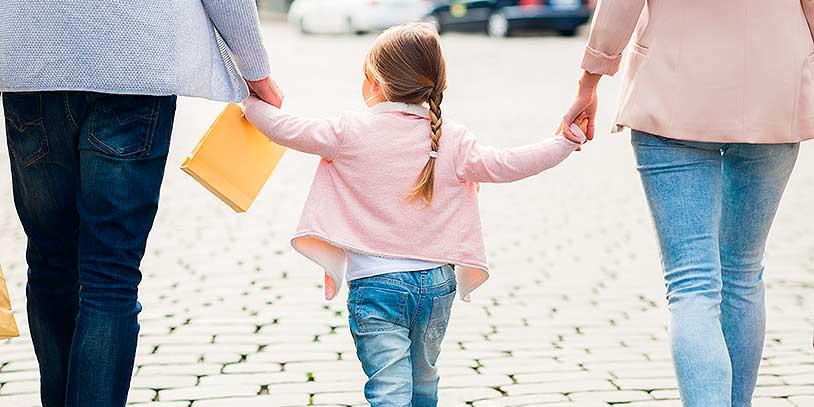 adopcion-familia-padres1shut